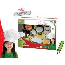 Trem de cozinha em metal